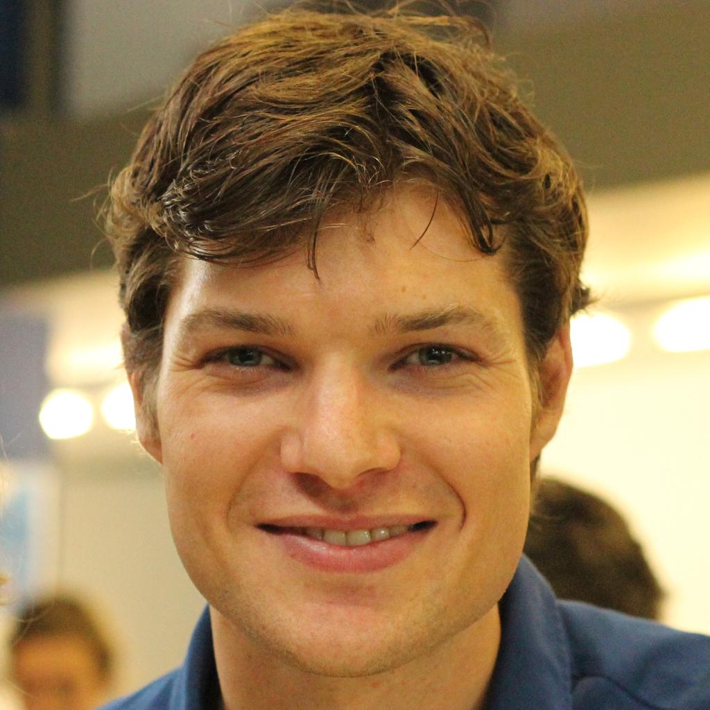 Dr Chris Callewaert
